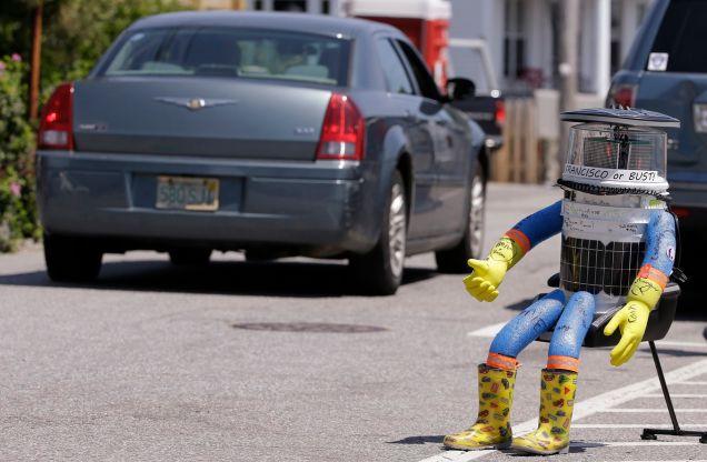 Путешествие робота автостопом продлилось две недели. Люди ужасны!