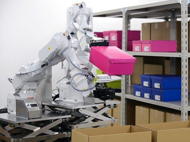 Hitachi разрабатывает двурукого складского робота