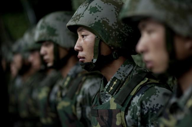 Китайские военные учат управлять роботами с помощью мысли!