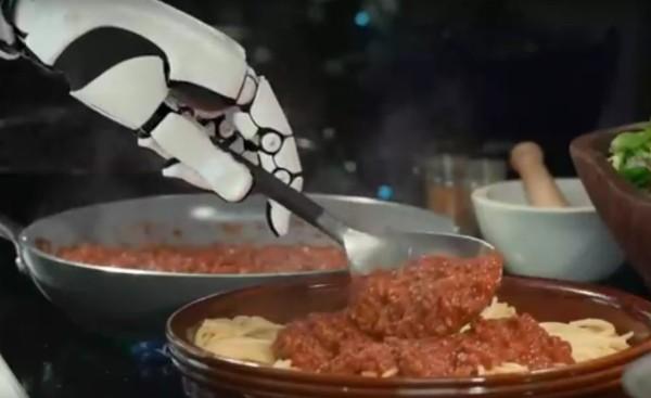 Робот-повар накормит всех вкусной едой